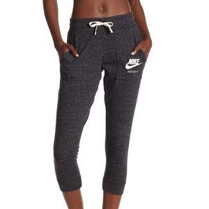 Nike Retro Capri Joggers